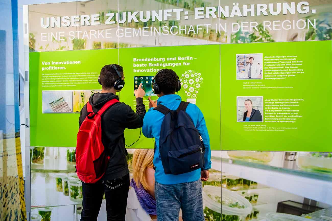 Gestaltung von Ausstellungsmodulen mit Bild Text und Medien