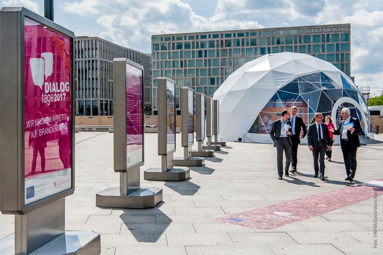 gestaltung Ausstellungsfläche innen und außen